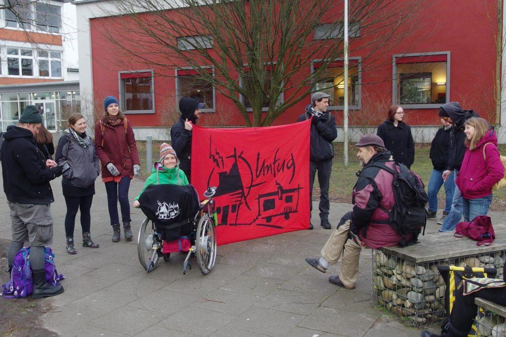 Soli mit dem Wohnprojekt Unfug vor der Stadtratsitzung