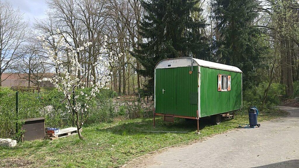 grüner Bauwagen