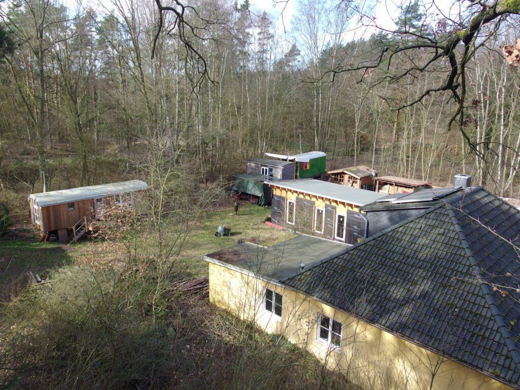 Wohnprojekt Unfug - von einem Baum aufgenommen