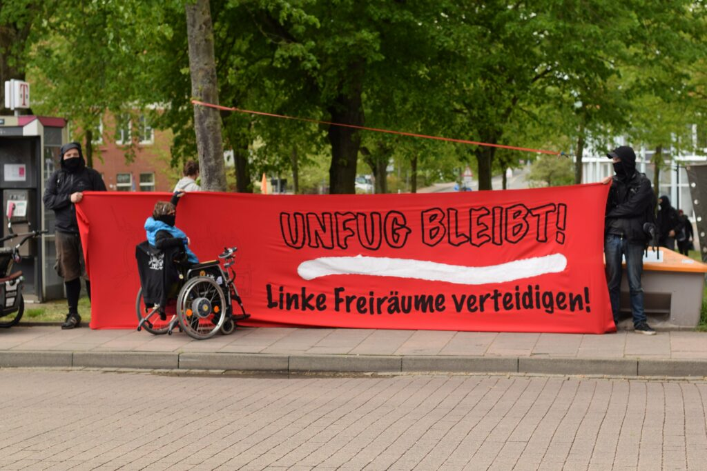 Banner Unfug Bleibt, linke Freiräume verteidigen
